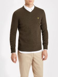 KN415V V Neck Lambswool Knitwear by Lyle and Scott